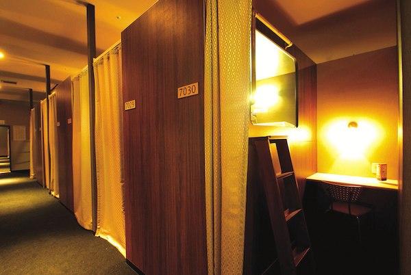 ニコーカプセルホテル リフレ